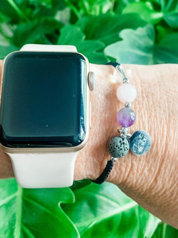 Gouden driehoek edelstenen armband Just Be You met Lavakraal voor essentiële olieGouden Driehoek Armband Just Be You met Lavakraal voor essentiële olie